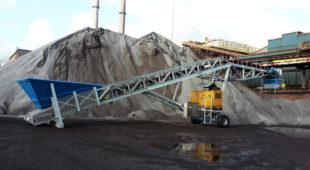 Mobile belt conveyor loader